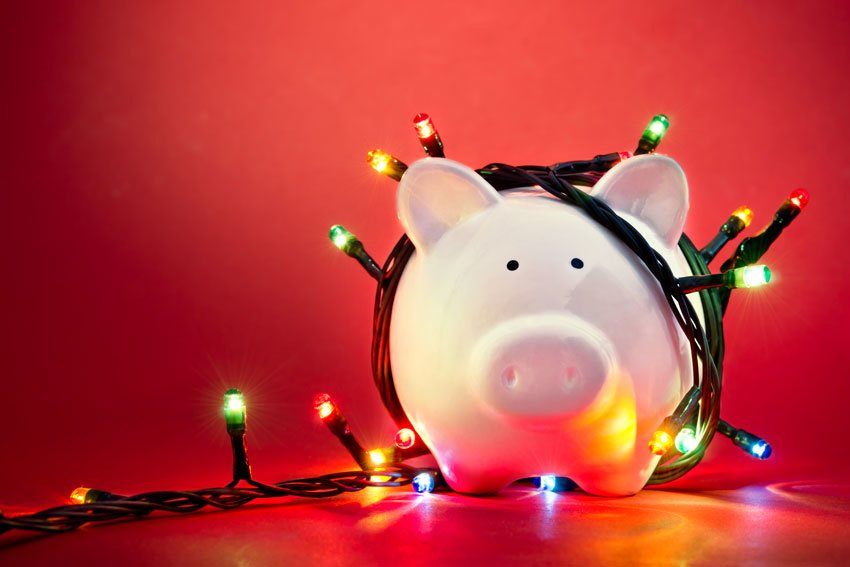 How to Stay On Budget and NOT Overspend This Holiday Season